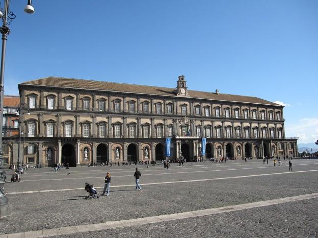 By Armando Mancini (Flickr: Napoli - Palazzo Reale) [CC BY-SA 2.0 (https://creativecommons.org/licenses/by-sa/2.0)], via Wikimedia Commons