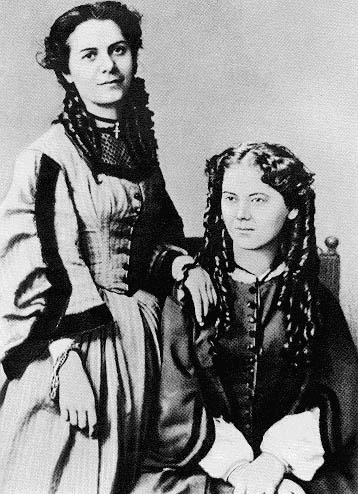 Жени Каролина и Жени Лаура източник: Уикипедия